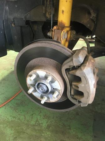 レガシィBE5 ブレーキローター・ブレーキパッド交換