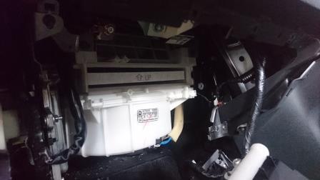フェアレディZ Z34 エアコンフィルター交換